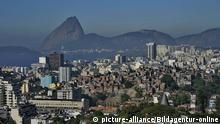 Brazil, Rio de Janeiro, city landscape from Santa Teresa | Verwendung weltweit, Keine Weitergabe an Wiederverkäufer. © picture-alliance/Bildagentur-online