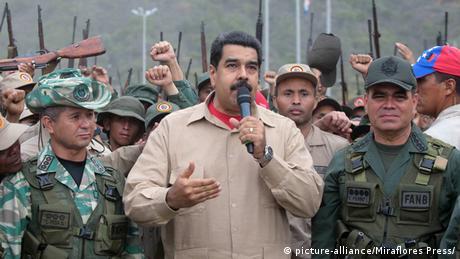 Nicolas Maduro durante exercícios militares