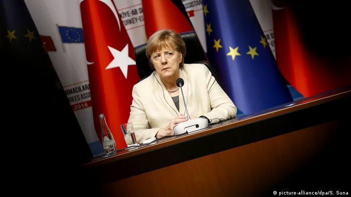 وفي تعليق على كل ما يجري، قالت المستشارة الألمانية، أنجيلا ميركل، إن زعزعة استقرار الاقتصاد التركي لا يصب في مصلحة أي طرف، مشددةً على أهمية استقلال البنك المركزي التركي للمساهمة بشكل فعال في التعامل مع الوضع الحالي.