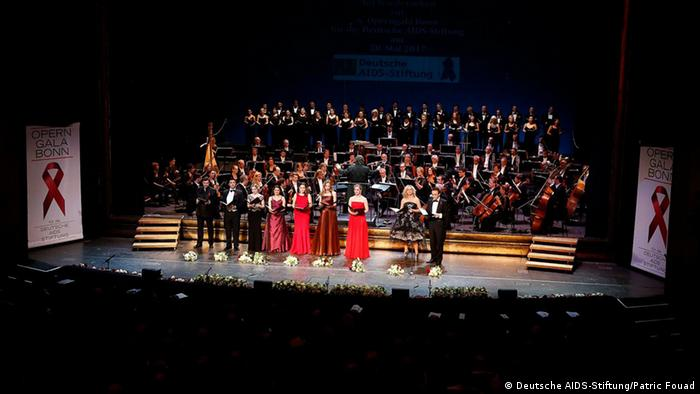 All soloists, chorus and orchestra at the opera gala in Bonn. Copyright: Deutsche AIDS-Stiftung/Patric Fouad