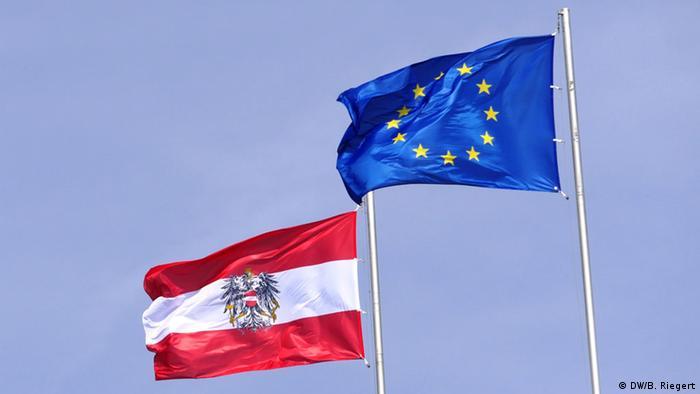 Die Flaggen von Österreich und der EU