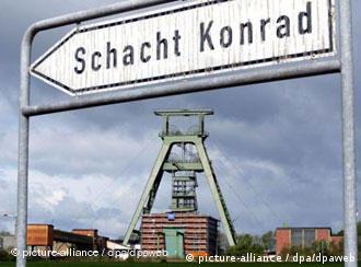Ein Straßenschild zeigt auf den Standort von Schacht Konrad (Foto: AP)