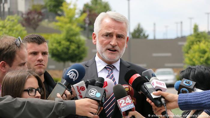 Mazedonien Anti-Regierungsproteste Menduh Thaci Politiker Statement (picture-alliance/abaca/Anadolu Agency)