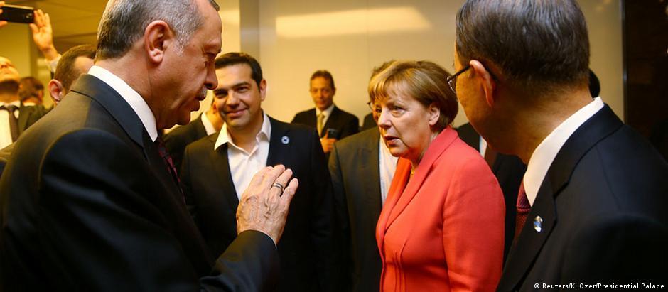 Conversa entre Merkel e Erdogan aconteceu às margens da Cúpula Humanitária Mundial