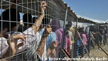 23.05.2016+++++++Migrants wait for the distribution of aid at the camp in Idomeni, Greece, Monday, May 23, 2016. Thousands of stranded refugees and migrants have camped in Idomeni for months after the border was closed. (c) picture-alliance/AP Photo/D. Bandic