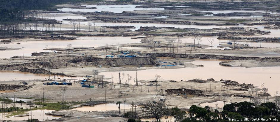 Garimpo ilegal destrói anualmente 100 mil hectares de floresta na região de Madre de Dios