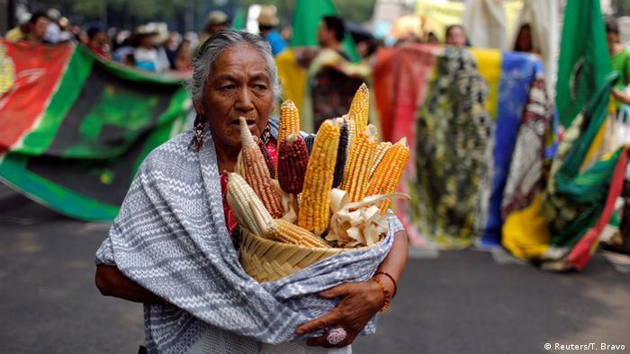 Protesto no México contra a Monsanto, que produz a semente de milho geneticamente modificado.