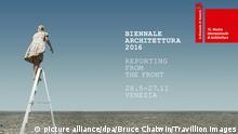 ***ACHTUNG: Nur zur redaktionellen Verwendung im Zusammenhang mit der Berichterstattung über die Biennale 2016*** HANDOUT - Das Plakat der Architekturbiennale Venedig 2016 zeigt eine Frau auf einer Leiter, die den Horizont absucht. Die 15. Architekturschau mit dem Titel «Reporting from the Front» (Bericht von der Front) ist vom 28. Mai bis zum 27. November geöffnet. dpa (zu dpa-Interview «Biennale-Direktor Aravena: Architektur kann Ungleichheit bekämpfen» vom 22.05.2016) ACHTUNG: Nur zur redaktionellen Verwendung im Zusammenhang mit der Berichterstattung über die Biennale 2016 und nur bei Urhebernennung Foto: Bruce Chatwin/Travillion Images/dpa +++(c) dpa - Bildfunk+++ | picture alliance/dpa/Bruce Chatwin/Travillion Images