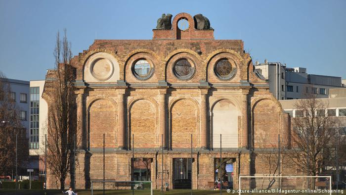 Proponowany na lokalizację pomnika polskich ofiar wojny Plac Askański z ruinami dworca kolejowego Anhalter Bahnhof