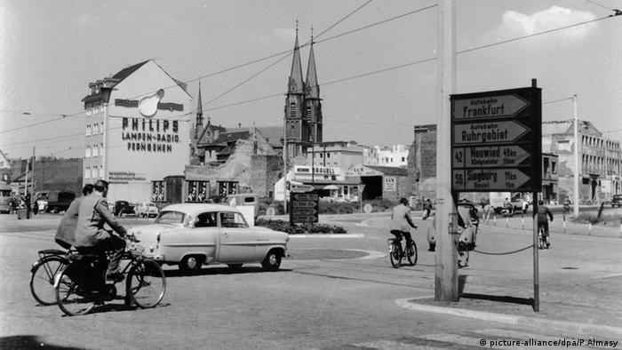 Bonn street in 1960 (picture-alliance/dpa/P.Almasy)