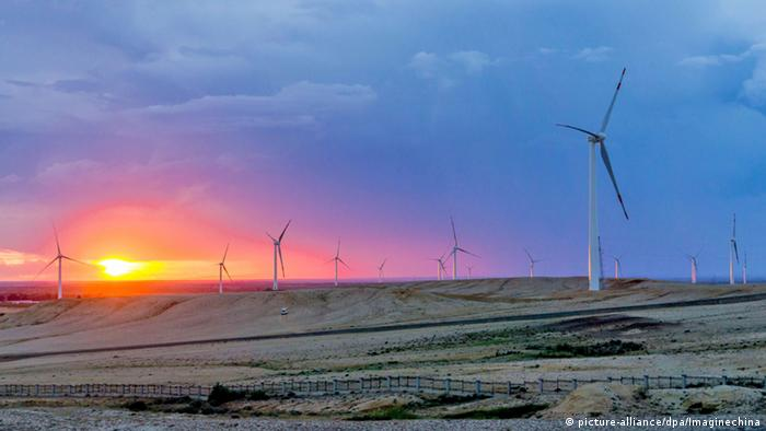 China Altay city Windkraftanlage (picture-alliance/dpa/Imaginechina)