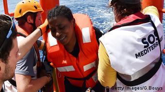 Διάσωση προσφύγων από την οργάνωση SOS MEDITERRANNEE