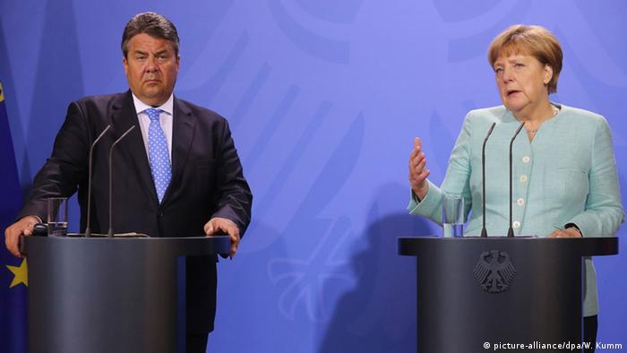 Deutschland Kabinettsklausur Meseberg PK Sigmar Gabriel und Angela Merkel
