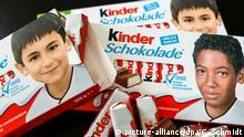 ILLUSTRATION - Ferrero-Kinderschokolade-Packungen mit Jugendfotos von Fußball-Nationalspieler Jerome Boateng (u. r.) und Ilkay Gündogan (l) liegen am 25.05.2016 in Fellbach (Baden-Württemberg) auf einem schwarzen Tisch. Aktivisten der «Pegida BW-Bodensee» haben sich darüber aufgeregt, dass auf der Kinderschokolade Gesichter abgebildet sind, die nicht «typisch deutsch» aussehen - Nun ist deshalb in den sozialen Netzwerken ein Wirbel darüber entstanden. Foto: Christoph Schmidt/dpa +++(c) dpa - Bildfunk+++   (c) picture-alliance/dpa/C. Schmidt
