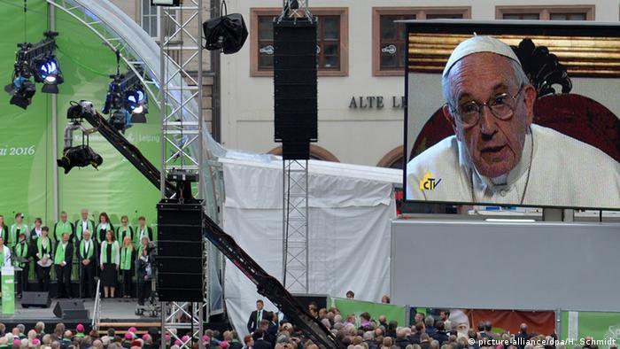 100. Deutscher Katholikentag: Videobotschaft von Papst Franziskus (Foto: dpa)