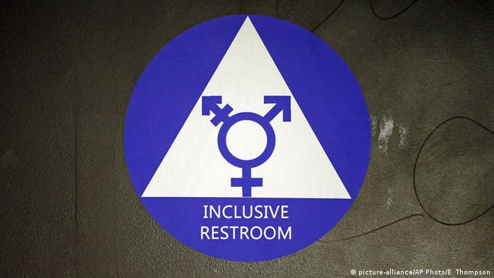 USA Symbolbild Transgender Anordnung (picture-alliance/AP Photo/E. Thompson)