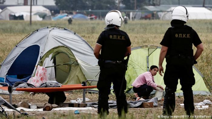 Снос лагеря в Идомени