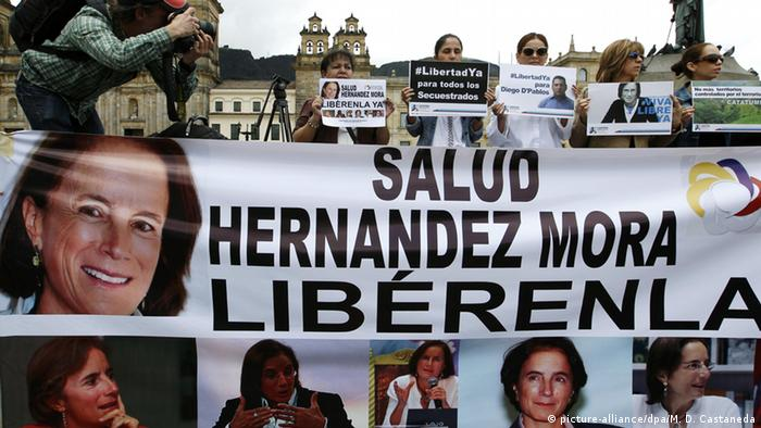 A group of people hold banners asking for the liberation of Spanish journalist Salud Hernandez