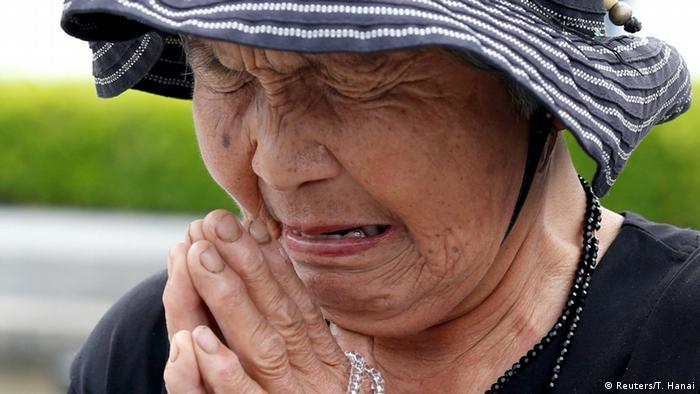 Nükleer saldırıdan hayatta kalanlar ve kurbanların yakınları duygusal anlar yaşadı.