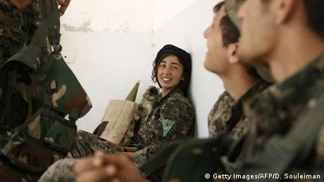 Syrien Provinz Rakka YPG-Kämpfer