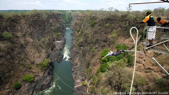 Victoria Falls Brücke zwischen Simbabwe und Sambia Bungee Jumping