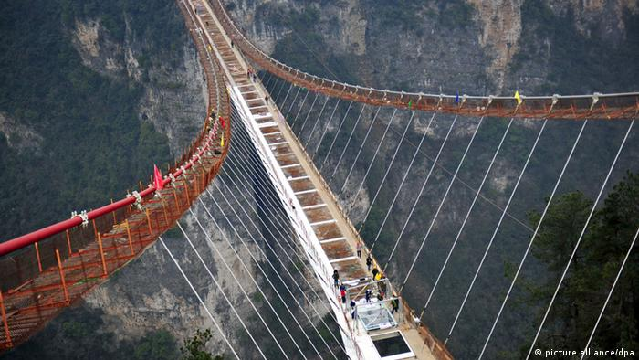 Glasbrücke in der Hunan Provinz in China