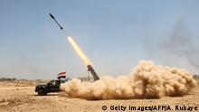 27. Mai 2016 Pro-government forces fighters fire a rocket in the al-Sejar village, in Iraq's Anbar province, on May 27, 2016, as they take part in a major assault to retake the city of Fallujah, from the Islamic State (IS) group. Hundreds of people fled the Fallujah area with the help of Iraqi forces who are fighting to retake the city from the Islamic State jihadist group, officials said. Iraqi forces launched an operation to recapture Fallujah, an IS stronghold located just 50 kilometres (30 miles) west of Baghdad, at the start of this week. / AFP / AHMAD AL-RUBAYE (Photo credit should read AHMAD AL-RUBAYE/AFP/Getty Images) copyright: Getty Images/AFP/A. Rubaye