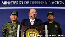 27. Mai 2016 epa05331206 Colombian Defense Minister Luis Carlos Villegas attends a news conference in Bogota, Colombia, 26 May 2016. Villegas said their report confirms that the ELN (National Liberation Army), the second largest guerrilla of the country, is responsible for the disappearance of journalists Salud Hernandez-Mora, Diego D'Pablos and Carlos Melo, who went missing over the weekend. EPA/Leonardo Munoz | copyright: picture-alliance/dpa/L. Munoz