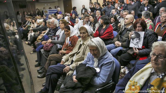 Madres de la Plaza de Mayo durante proceso contra Reynaldo Bignone, condenado en Argentina por su participación en el Plan Cóndor. Imagen del 22 de diciembre de 2014