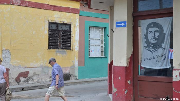 Kuba Santa Clara Che Guevara Flagge in Tür