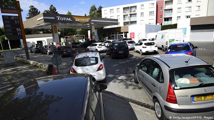 Francezii sunt impotriva cresterii pretului la carburanti