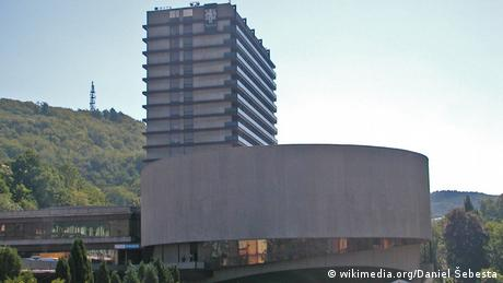 Das Hotel Thermal wurde in den 1960er gebaut, um das Karlovy Film Festival europaweit konkurrenzfähig zu machen. (Foto: wikimedia.org/Daniel Sebesta)
