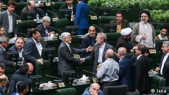محمدرضا عارف اولین نمایندهای بود که انتخاب علی لاریجانی به ریاست مجلس را به او تبریک گفت