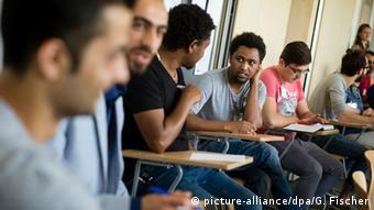 Refugee integration picture-alliancedpaG Fischer