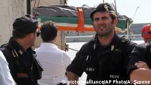 Italien Mittelmeer - Leichnam eines toten Flüchtlings in Reggio Calabria