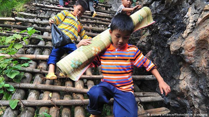 Gefährliche Schulwege in China Dorf Nongyong