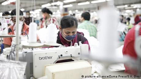 Bangladesch Textilarbeiterinnen (picture-alliance/Zuma Press/S.K. Das)