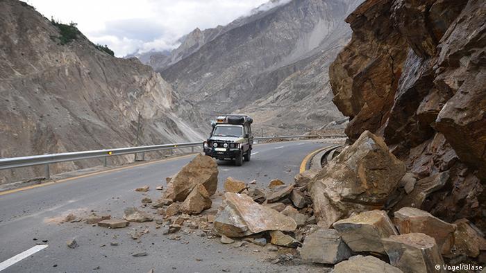 Pakistan Reise Deutsches Paar Jeep