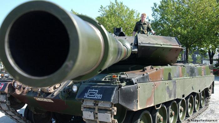 Kampfpanzer vom Typ Leopard 2 (Imago/teutopress)