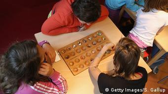 Symbolbild Kinderarmut in Deutschland: Spielende Kinder (Foto: Getty Images/S. Gallup)