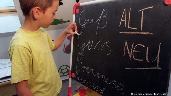 Symbolbild Schule und Schreiben lernen (picture-alliance/dpa/J. Büttner)