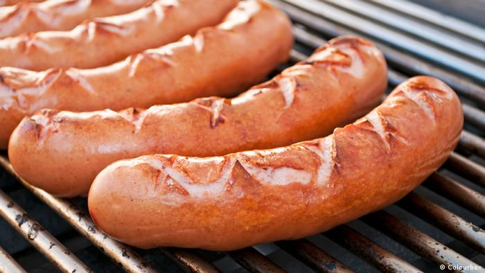 Symbolbild Bratwurst auf Grill