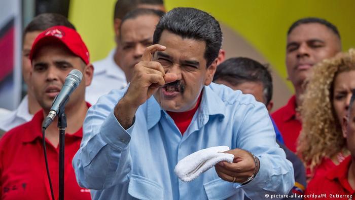Venezuela Maduro auf Kundgebung