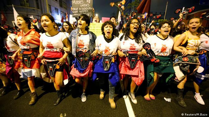 Peru Protest gegen Keiko Fujimori (Foto: Reuters/M.Bazo)
