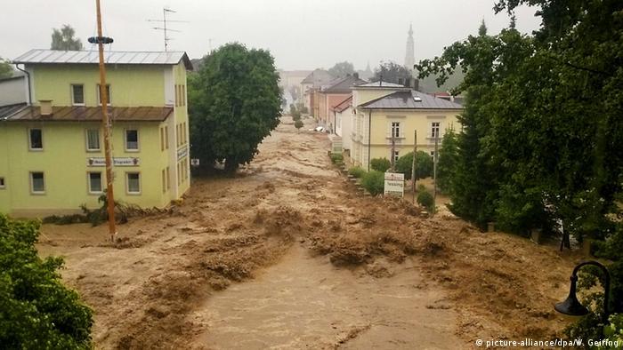 Hochwasser und Schlamm in Simbach (Foto: dpa)