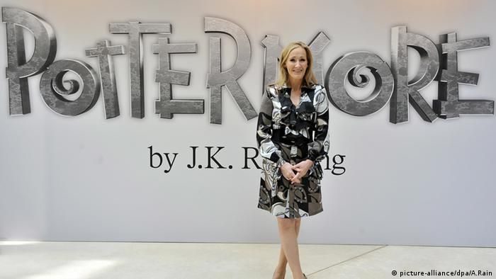 Author J.K. Rowling in front of her website's logo pottermore.com (Photo: dpa)