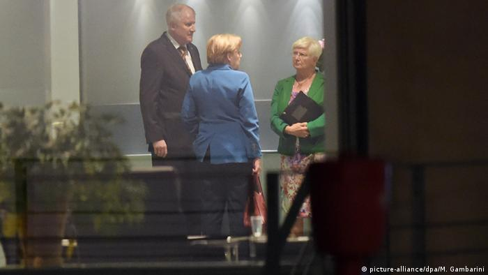 Deutschland Berlin Spitzentreffen der Koalition im Kanzleramt - Seehofer, Merkel & Hasselfeldt