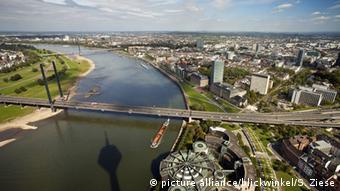 Deutschland Aussichtspunkte Rheinturm Düsseldorf