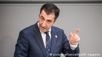 Δεν αρκεί η οικονομική πολιτικής της λιτότητας εκτιμά ο πρόεδρος των Πρασίνων Τζεμ Έζντεμιρ επιχειρώντας μία σύνδεση του Βrexit με την ελληνική κρίση