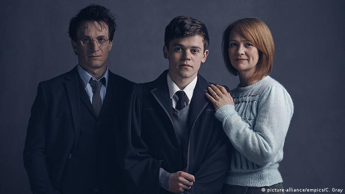 Harry Potter theater cast (picture-alliance/empics/C. Gray)